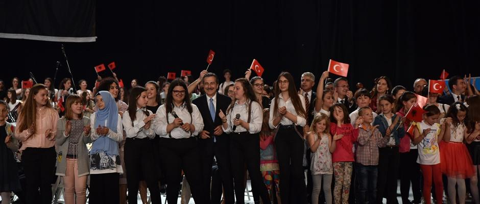 Çocuk Senfoni Orkestrası Tiran'da Muhteşem Bir Konser Verdi