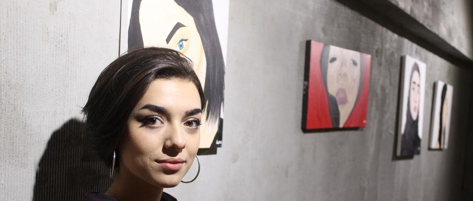 Liseli Ayça'dan resim sergisi