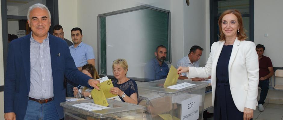 CHP'li adaylar oylarını kullandı