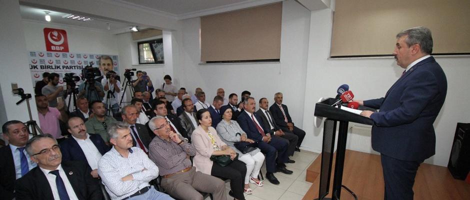 Akdoğan'dan Akmana tepki