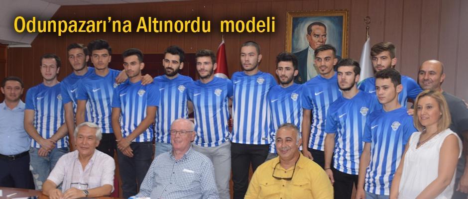 Odunpazarı Gençlikspor 12 futbolcu ile nikah tazeledi