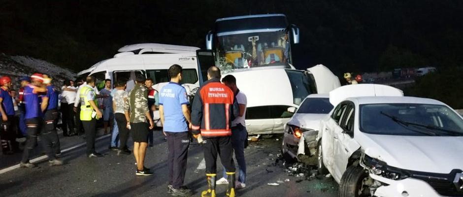 31 araç birbirine girdi: 1 ölü 15 yaralı