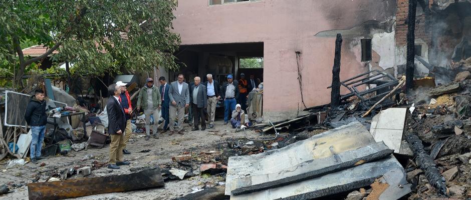 Ataç'tan evi yanan aileye ziyaret