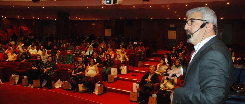 Özel Ümit'ten anne adaylarına eğitim