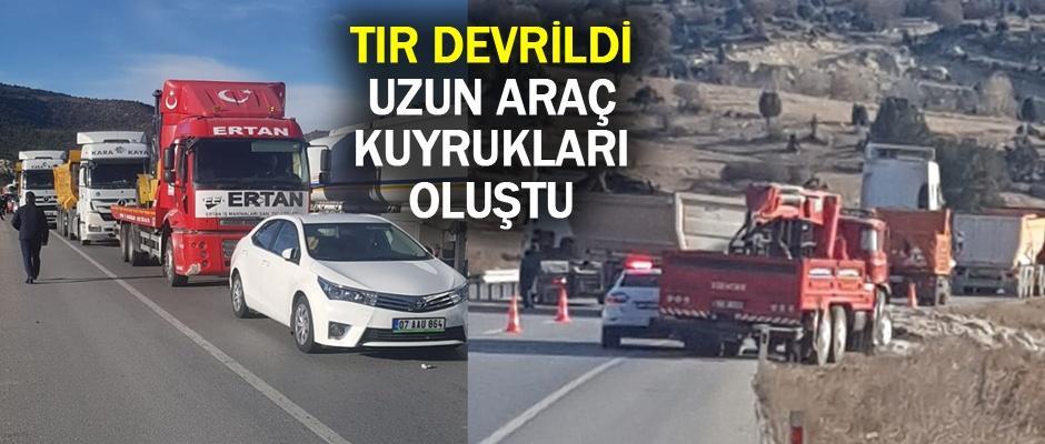 Eskişehir yolunda TIR devrildi