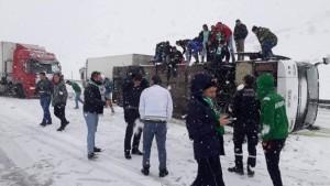 Bursaspor taraftarını taşıyan otobüsün kaza anını böyle kaydettiler