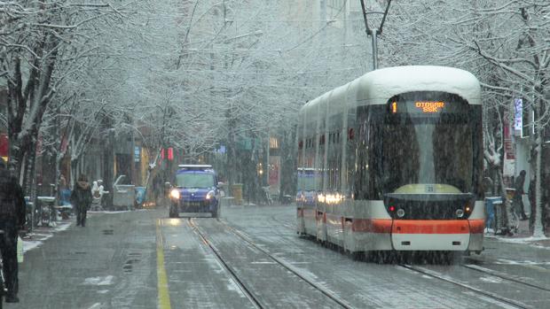 Eskişehir'de beklenen kar geldi