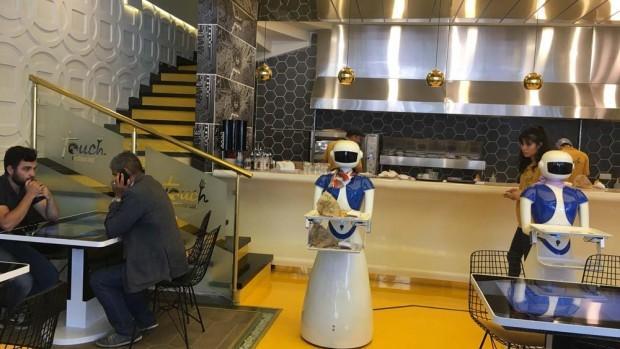 Robot garsonlar iş başında