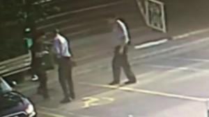 Hastane güvenliğine bıçakla saldırı kamerada