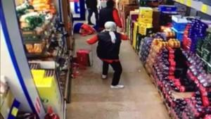 Markete maskesiz giren şahıs uyarılınca çılgına döndü