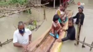 Şiddetli muson yağışları can aldı: 50 ölü