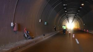 Tünelde korkunç kaza, kamyonet bisiklet sürücüsüne çaptı