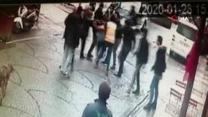 Tuzla'da iki gencin sokak ortasındaki kavgası kamerada